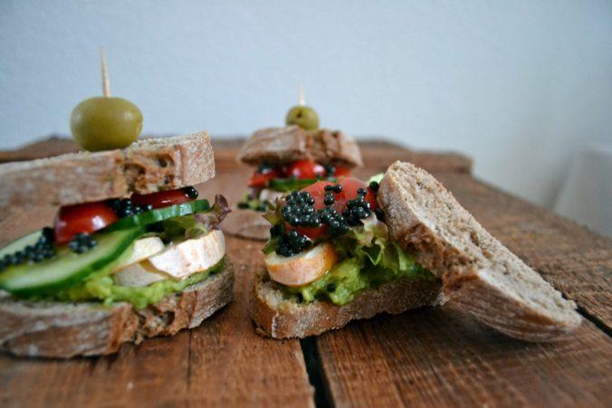 Veganer Kaviar aus Algen mit Heidelbeer Geschmack Geschäftsidee - vom Landwirte auf den Teller