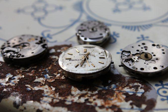 Alte Uhren sind wertvoll. Sammler und Bastler zahlen dafür gute Preise.